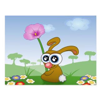 Coelho engraçado que senta-se na grama cartão postal