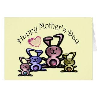 Coelhos bonitos do dia das mães cartão comemorativo