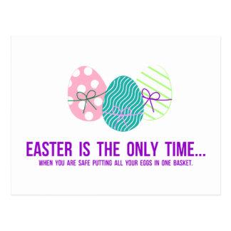 Cofre forte para pôr ovos em uma cesta cartão postal