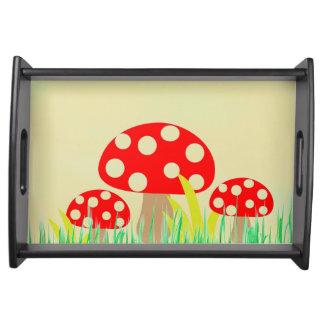 Cogumelos que servem a bandeja