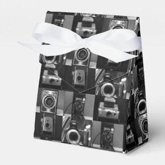 Colagem da câmera na caixa do favor da barraca de