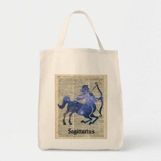 Colagem do espaço do arqueiro do centauro sobre a sacola tote de mercado
