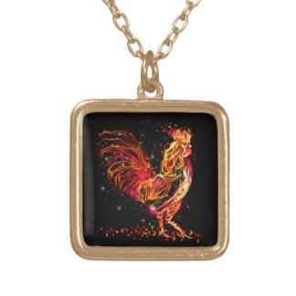 Colar Banhado A Ouro Galo do fogo. Design legal da faísca animal