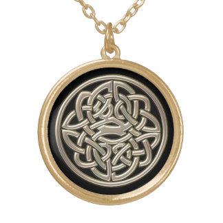 Colar Banhado A Ouro Preto com nó do céltico do metal do ouro