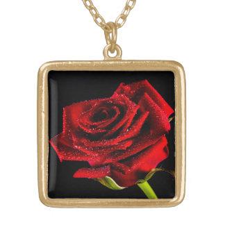 Colar Banhado A Ouro Rosa vermelha bonita