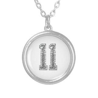 Colar Banhado A Prata A cinza ostenta o jérsei #11