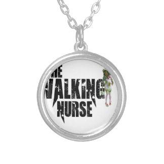 Colar Banhado A Prata A enfermeira de passeio