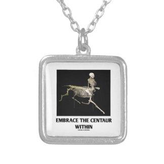 Colar Banhado A Prata Abrace o centauro dentro (o esqueleto)