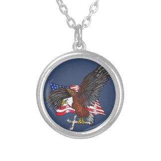 Colar Banhado A Prata Americano Eagle com cruz
