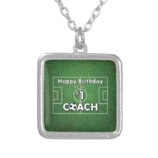 Colar Banhado A Prata Aniversário do treinador do futebol com campo e