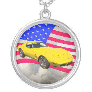 Colar Banhado A Prata Arraia-lixa 1975 de Corveta com bandeira americana