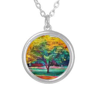 Colar Banhado A Prata Árvore do outono em cores vívidas