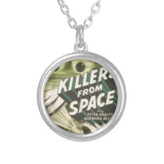 Colar Banhado A Prata Assassinos do espaço