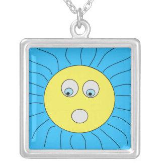 Colar Banhado A Prata Azul de tiragem Scared bonito de Sun da expressão