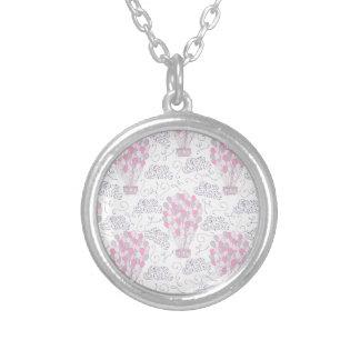 Colar Banhado A Prata Balões de ar quente na arte cor-de-rosa do