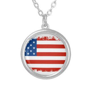 Colar Banhado A Prata Bandeira americana afligida