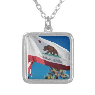Colar Banhado A Prata Bandeira de Califórnia