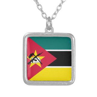 Colar Banhado A Prata Bandeira de Mozambique