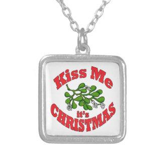 Colar Banhado A Prata beije-me que é Natal