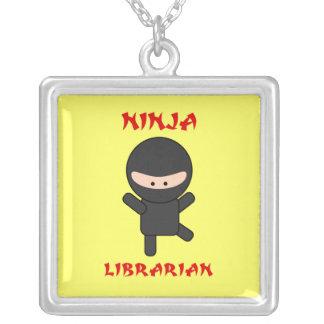 Colar Banhado A Prata Bibliotecário de Ninja