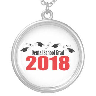 Colar Banhado A Prata Bonés e diplomas do formando 2018 da escola dental
