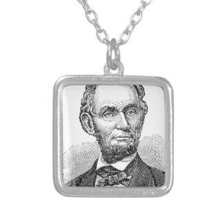 Colar Banhado A Prata Busto de Abe Lincoln do vintage