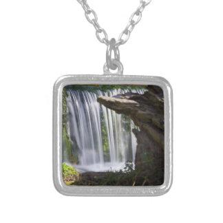 Colar Banhado A Prata Cachoeira focalizada
