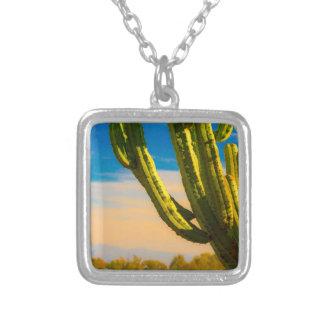 Colar Banhado A Prata Cacto do Saguaro do deserto no céu azul