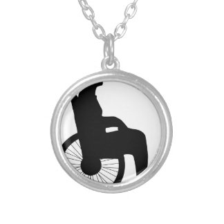 Colar Banhado A Prata Cadeira de roda