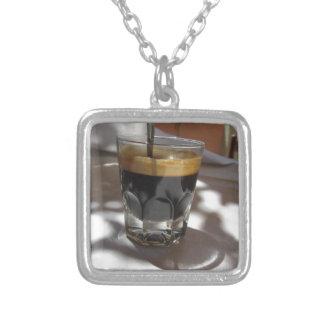 Colar Banhado A Prata Café do café com a casca do rum, do açúcar e de