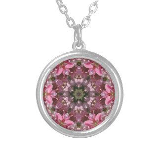 Colar Banhado A Prata Caleidoscópio cor-de-rosa da fusão do lírio