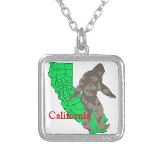Colar Banhado A Prata Califórnia bigfoot