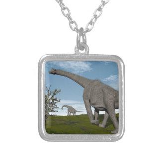 Colar Banhado A Prata Caminhada dos dinossauros do Brachiosaurus - 3D