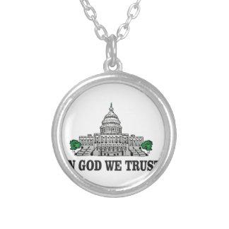 Colar Banhado A Prata capital no deus que nós confiamos