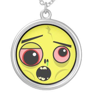 Colar Banhado A Prata Cara do zombi