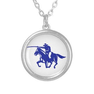 Colar Banhado A Prata Carregamento americano da cavalaria retro