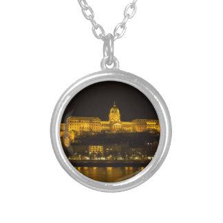 Colar Banhado A Prata Castelo Hungria Budapest de Buda na noite