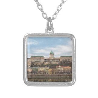 Colar Banhado A Prata Castelo Hungria Budapest de Buda no dia