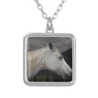 Colar Banhado A Prata Cavalo da tempestade