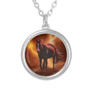 Colar Banhado A Prata cavalo do fogo da fantasia