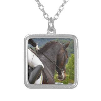 Colar Banhado A Prata Cavalo Dressage