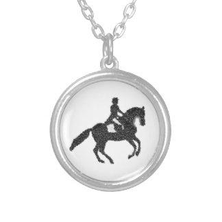 Colar Banhado A Prata Cavalo e cavaleiro do mosaico da etiqueta do