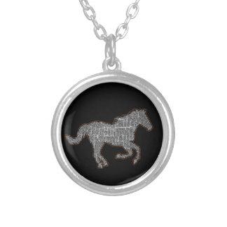Colar Banhado A Prata cavalo preto