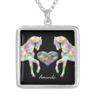 Colar Banhado A Prata Cavalos e coração bonitos do arco-íris