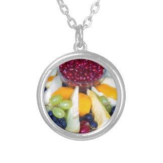 Colar Banhado A Prata Cheio de vidro da escala de várias frutas frescas