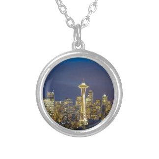 Colar Banhado A Prata Cidade de Seattle durante o nivelamento do