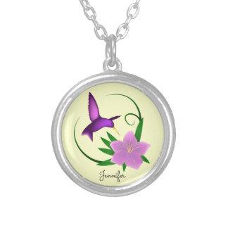 Colar Banhado A Prata Colibri com nome cor-de-rosa da flor