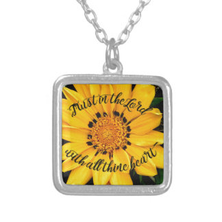 Colar Banhado A Prata Confiança no senhor Brilhante Amarelo Flor