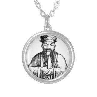 Colar Banhado A Prata Confucius
