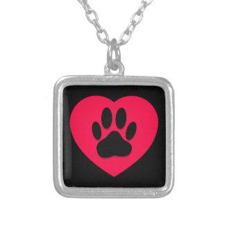Colar Banhado A Prata Coração vermelho com impressão da pata do cão